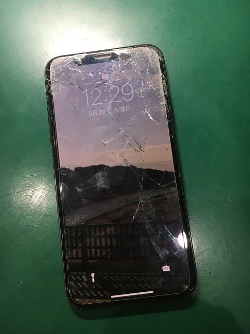 八千代台北よりiPhoneXのガラス割れ修理のご依頼!