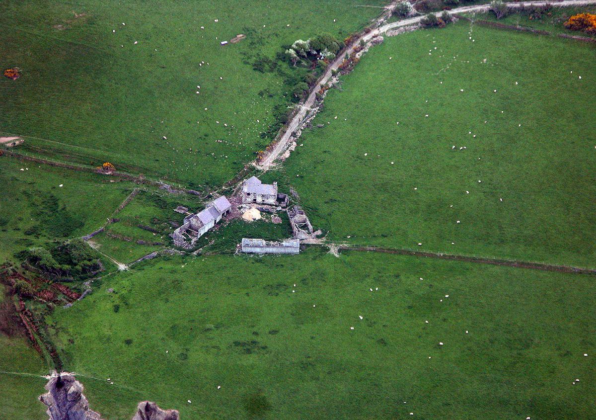 Hanes Blaenplwyf ac adeiladau hanesyddol - Darganfyddwch archeoleg, hynafiaethau a hanes Ceredigion
