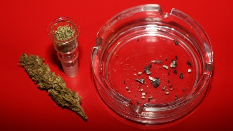 Marihuana fertig gestopft zum Bongrauchen – auch ohne Freigabe von Cannabis!