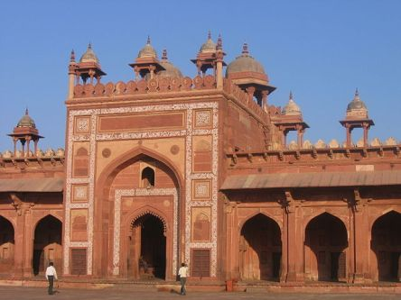 640px-a_gate_to_the_courtyard_of_jama_masjid_fatehpur_sikri