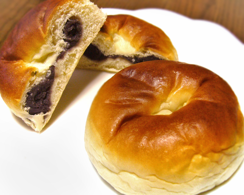 Red bean paste buns. By katorisi - 자작, CC BY 3.0, https://commons.wikimedia.org/w/index.php?curid=2990055