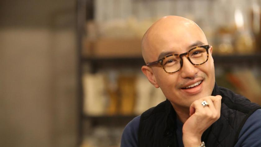 Hong Seok Cheon on a cooking show in 2013. Source.