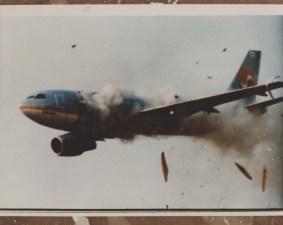 Spadający samolot lotu Korean Air 858