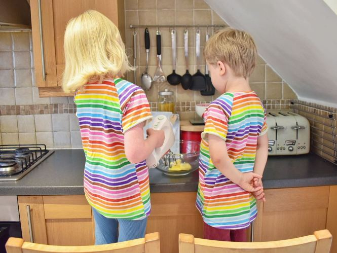 twins baking rainbow biscuits
