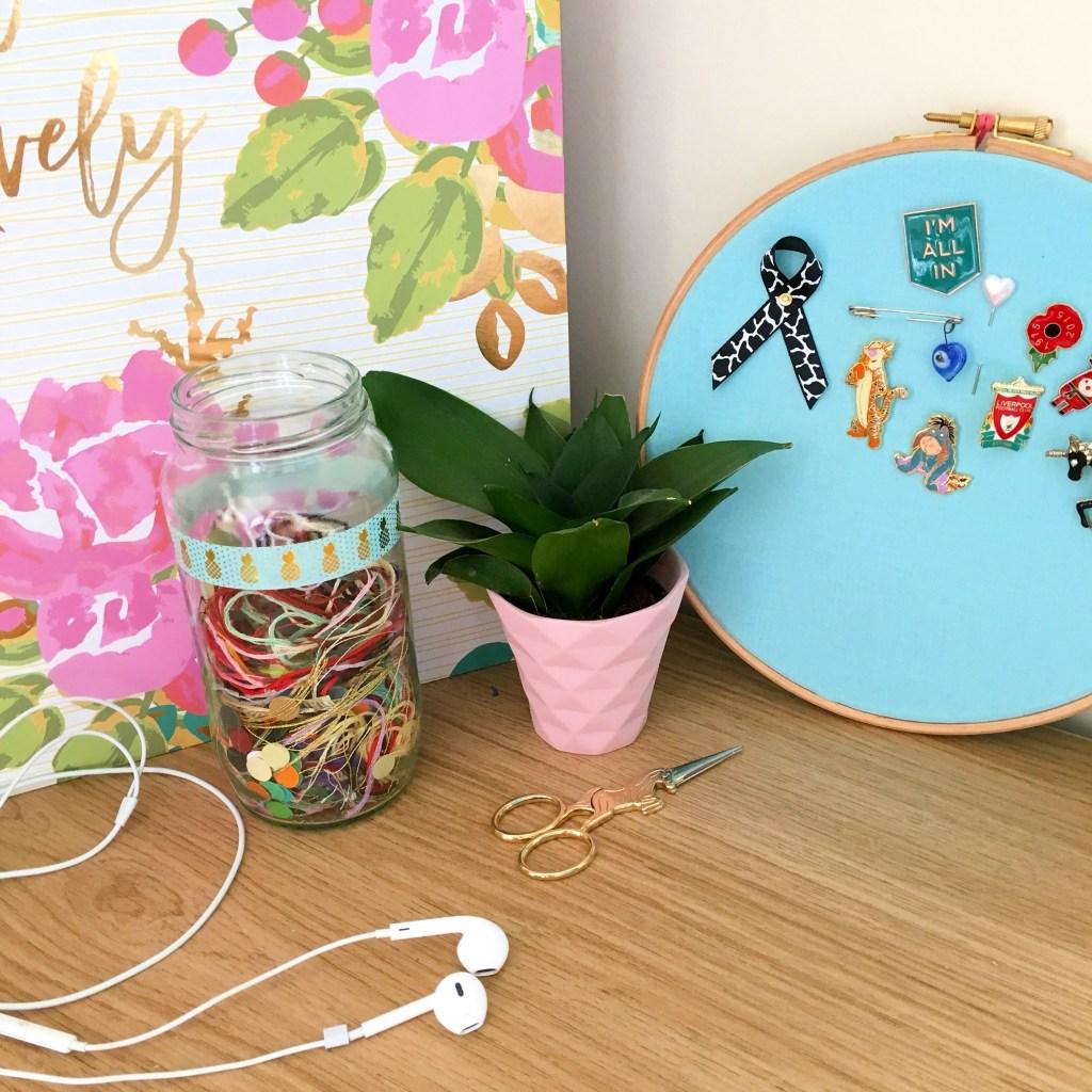 headphones-plant-and-folder-on-desk