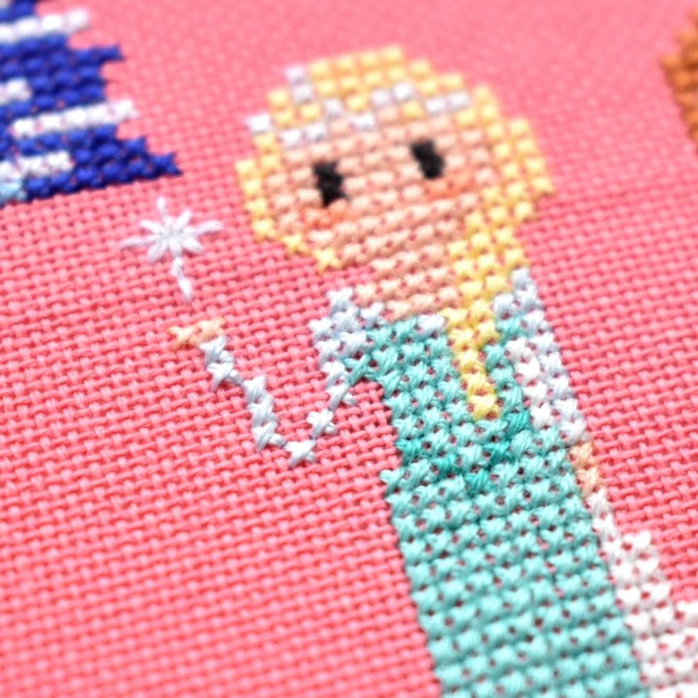 cross-stitch-design-on-evenweave