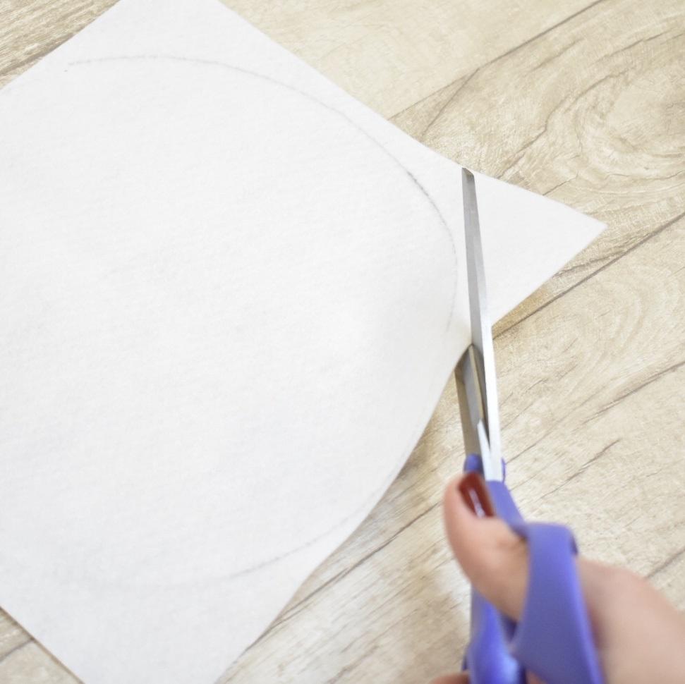 cross-stitch-clock-tutorial-cut-out-felt