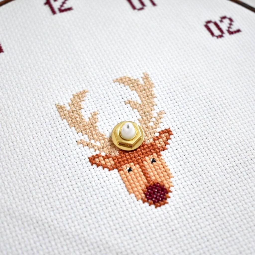 how-to-make-a-cross-stitch-clock.-tutorial