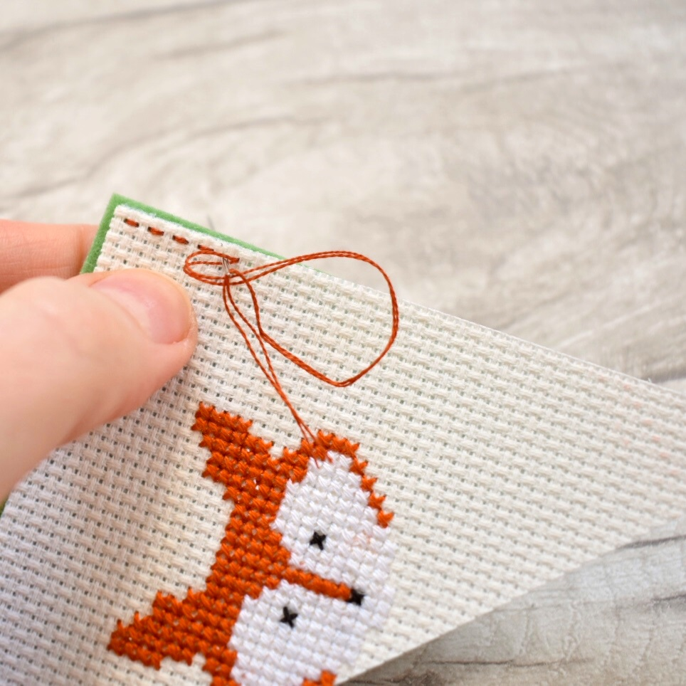 backstitch-quick-corner-bookmark