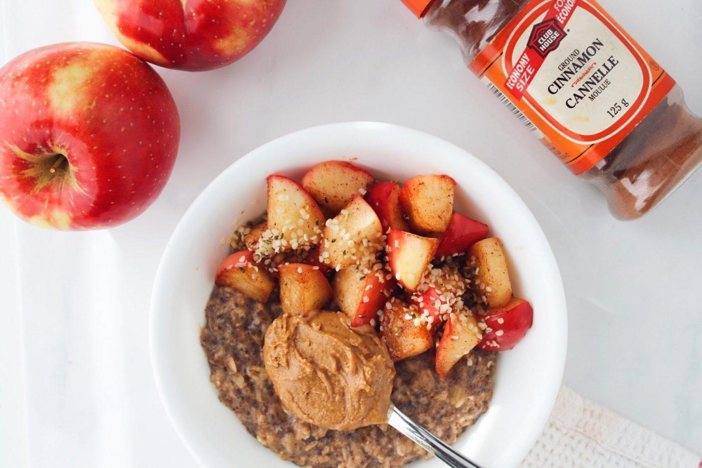 Spiced Oatmeal with Warm Cinnamon Apples