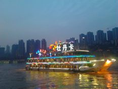 River cruise (by Hannah Lund)