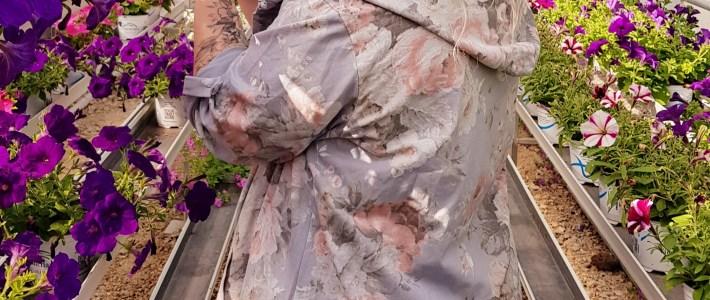 Kukkakuosi vaikuttaa kesän arkipukeutumisessa. Miltä näyttää Kotirouvan kuukauden suosituimmat kesävaatteet?
