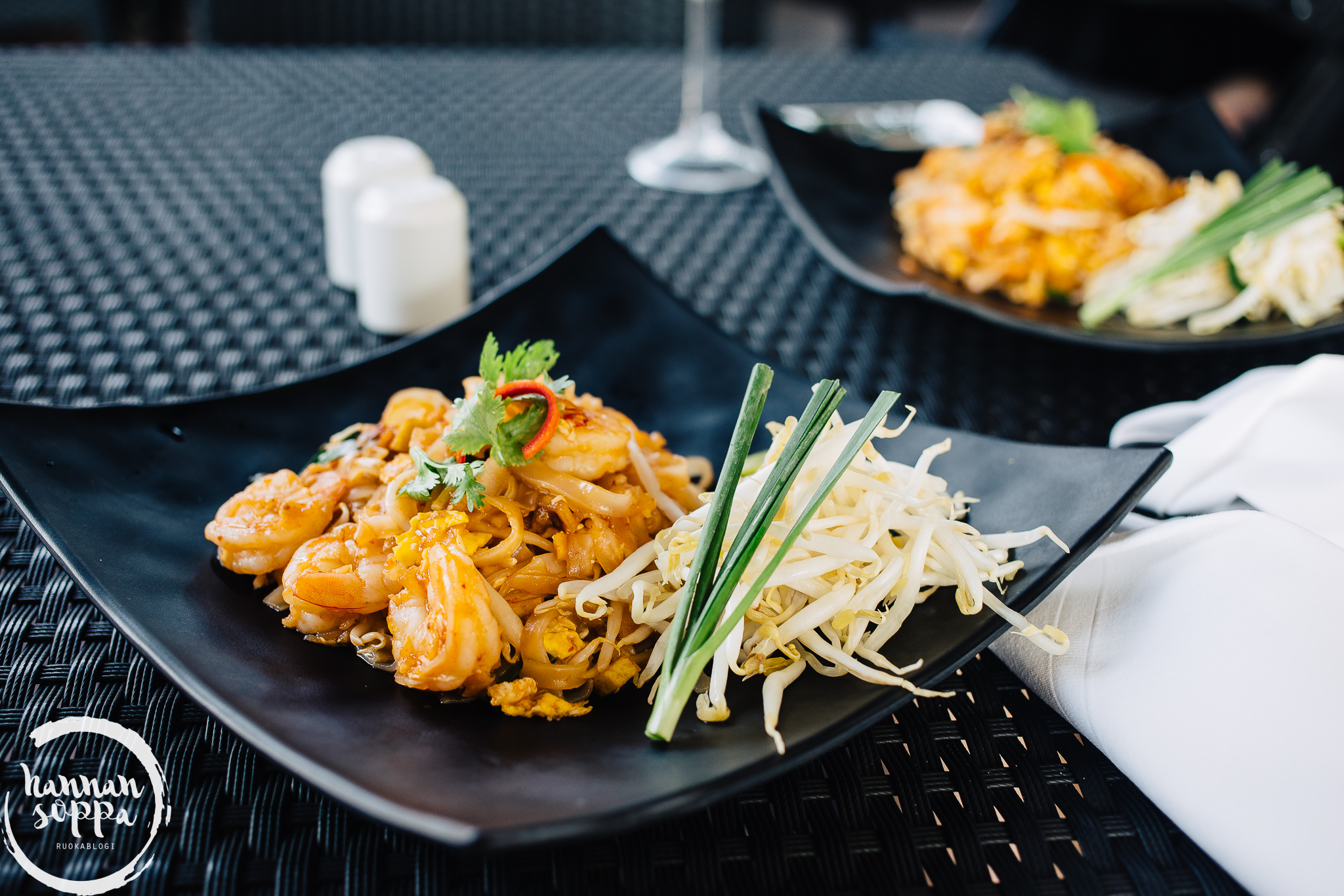Chatrium pool bar: pad thai - Hannan soppa