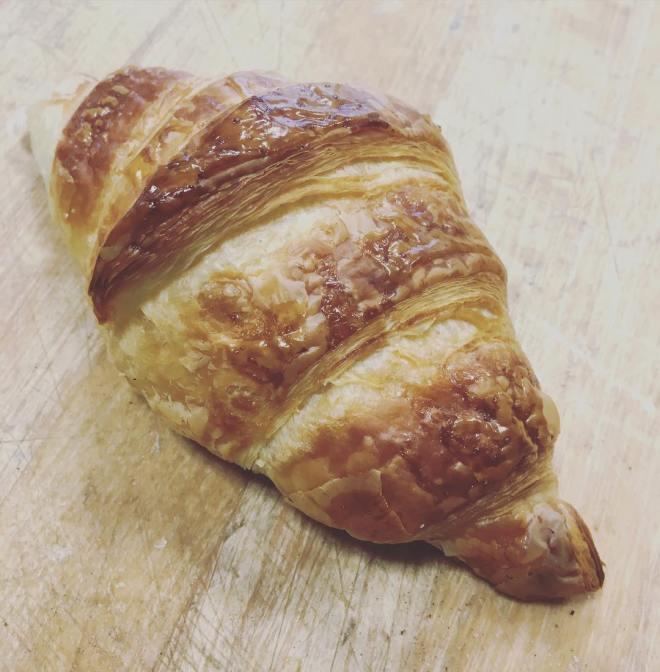 En härlig vårdag med 20grader varmt, självklart ska man belöna sig med en nybakad croissant #
