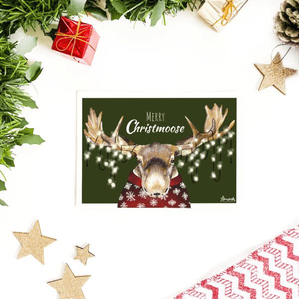 """Weihnachtliche Postkarte mit Elch Gustav """"Merry Christmoose"""""""