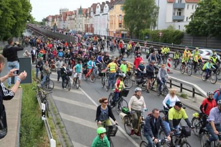 hannovercyclechic Radfahrer auf Suedschnellweg 3