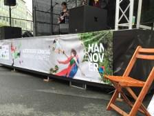hannovercyclechic autofreier sonntag banner an bühne komplett