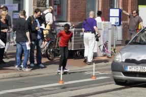 Pömpel und Pedale Eine PlatzDa!-Aktion für mehr Sicherheit Junge mit Skateboard