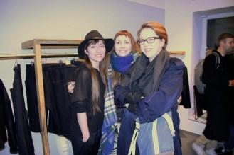Aleks Kurkowski mit Lisa und Beatrix (rechts) vom Super Fashion Rainbow Camp.