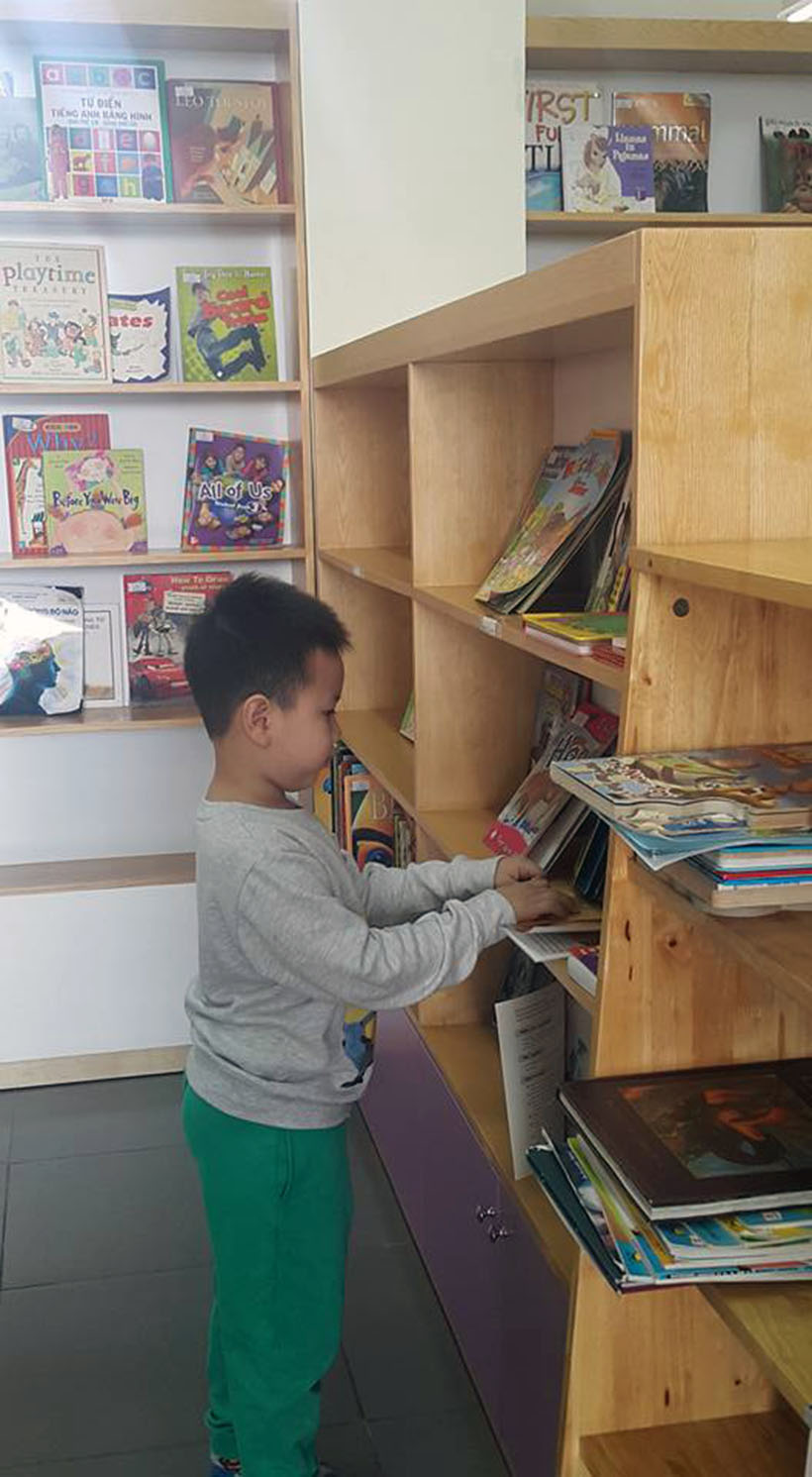 Tao cho tre thoi quen doc sach 6 Helping young children develop good reading habits at an early age