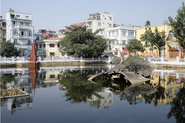 travel hanoi b52 lake