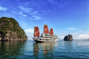 Halong Bay Boat Trip Victory Cruise (4)