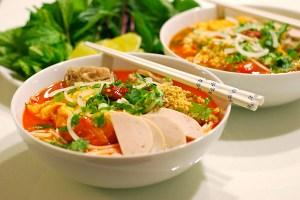 Bún Riêu (Rice Noodles in Tomato Broth)