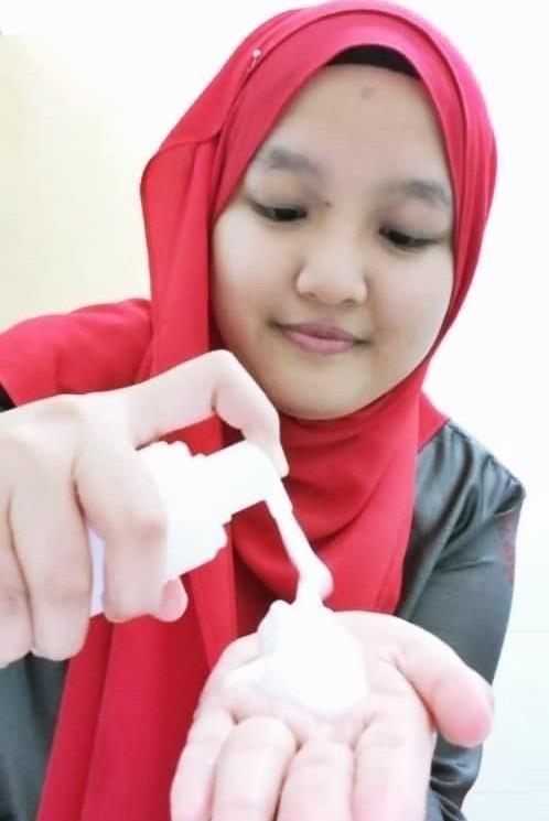 Second step, pamkan pencuci muka di tangan