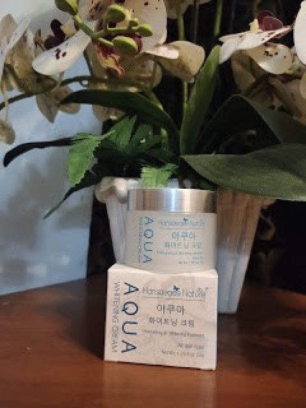 packaging kecil pelembap aqua