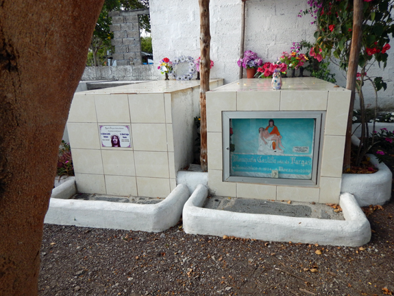 Graves in Ecuador | Hansen-Spear Funeral Home - Quincy, Illinois