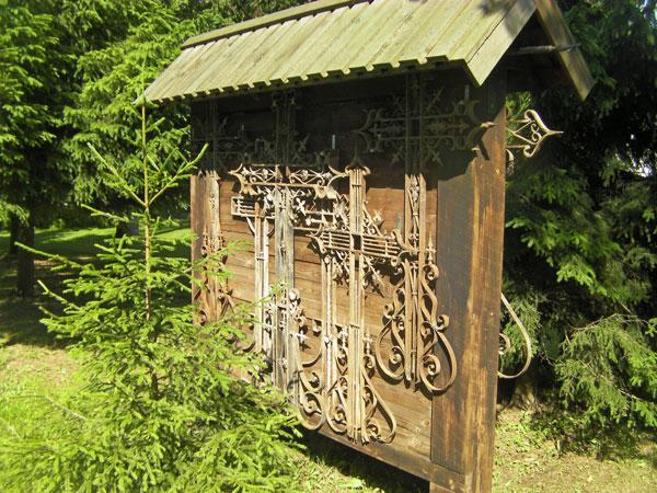 Estonian Cemetery - Old Crosses   Hansen-Spear Funeral Home - Quincy, Illinois