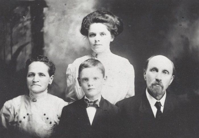 Hansen Family circa ~1910 | Hansen-Spear Funeral Home - Quincy, Illinois