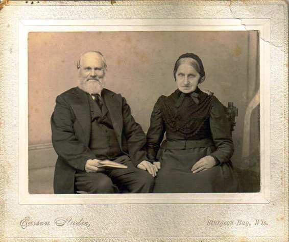 Picture of Hans and Bertha Hanson. Picture of Hans and Bertha Hanson provided by Lynette Thonne.