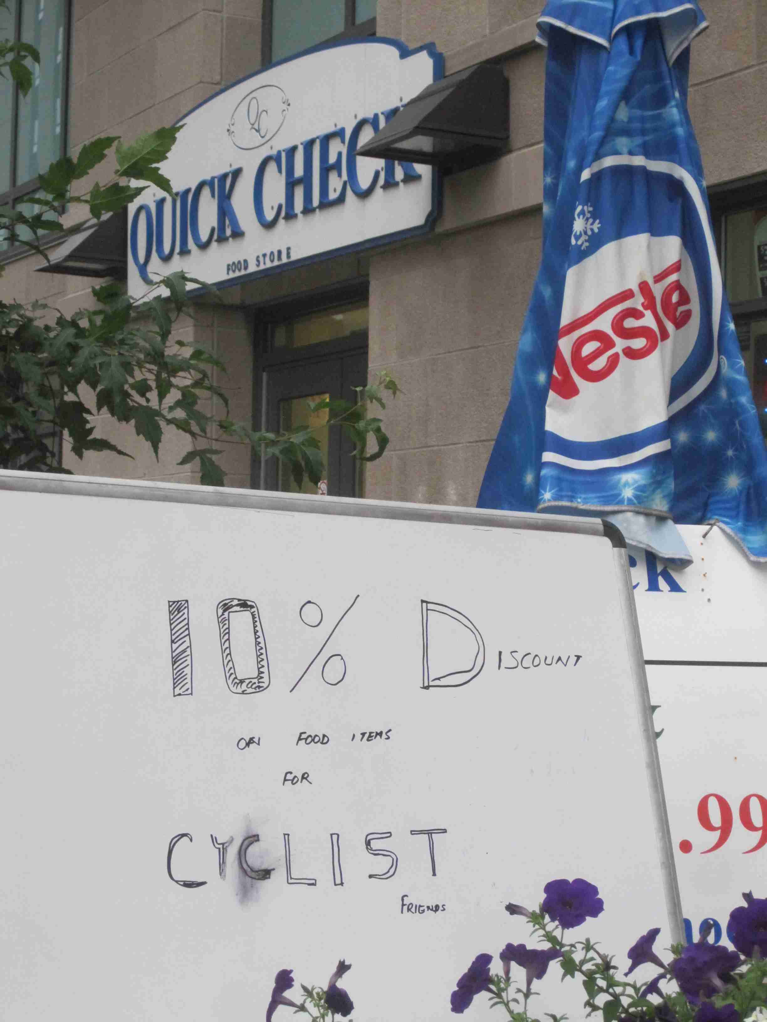 Ottawa Bicycle Culture – Quick Check at Laurier and Lyon