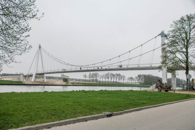 Dafne Schippers bridge photo: Marlot van den Berg DUIC