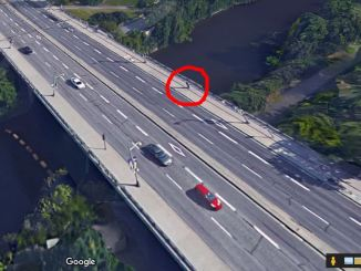 Portage Bridge in 3D. The counter is on east side in the red circle.