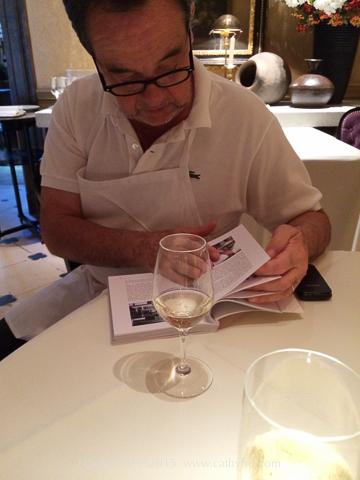 和主廚Bernard Pacaud 聊天,他跟我分享最近收到的一本書