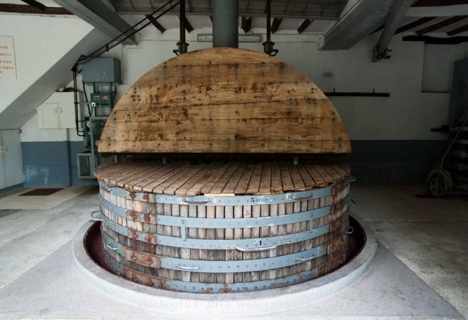 傳統的大型木製葡萄壓榨桶