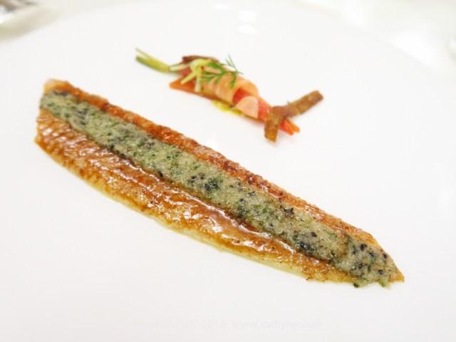 采用傳統法料做法的姜末奶油香煎比目魚