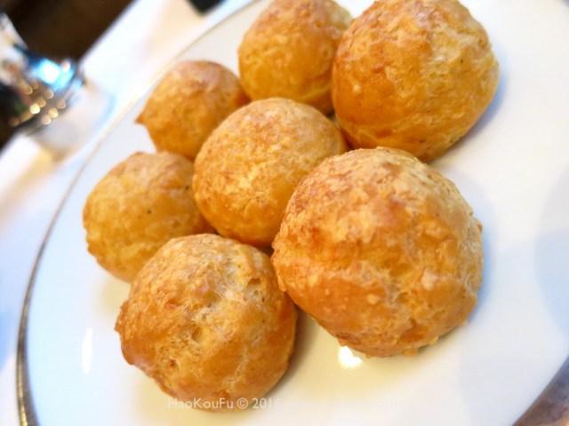 熱暖呼呼的乳酪泡芙(gougère)