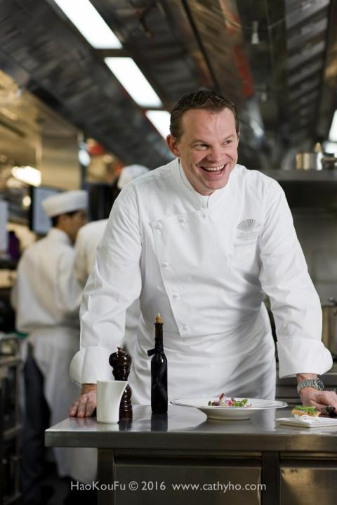 排名第4也是中國香港最佳餐廳Amber的主廚Richard Ekkebus。照片由香港文華東方酒店提供