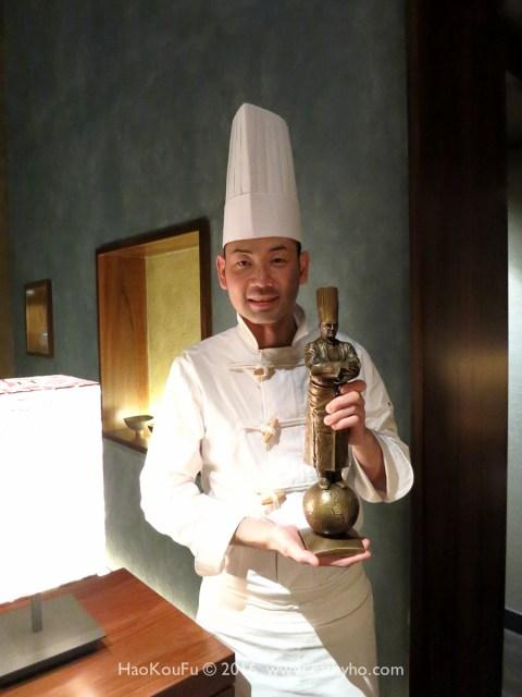 浜田統之主廚與他贏得的Paul Bocuse d'Or 比賽銅獎獎座