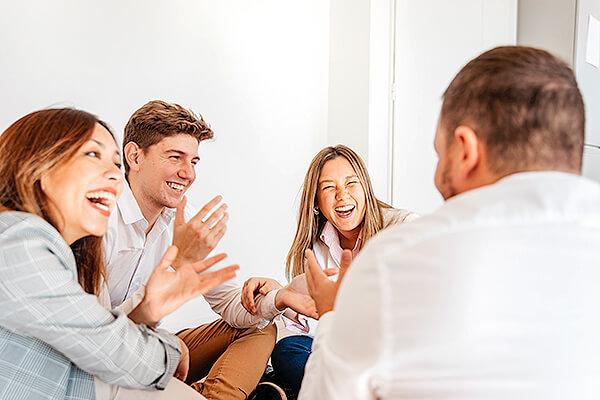 英語で「会話に加わる」は「Join a conversation」?