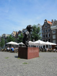 Multatuli on Torensluis Bridge