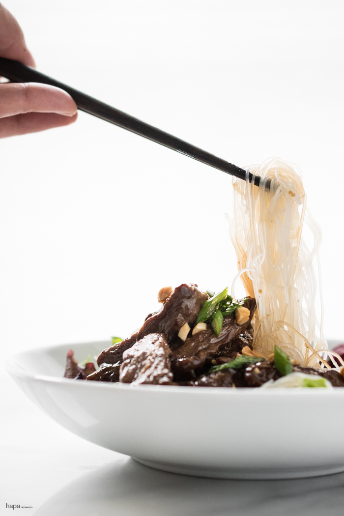 Tender pieces of ginger beef stir fry in a lip-smackin' sauce! Super easy, super fast, and super delicious!