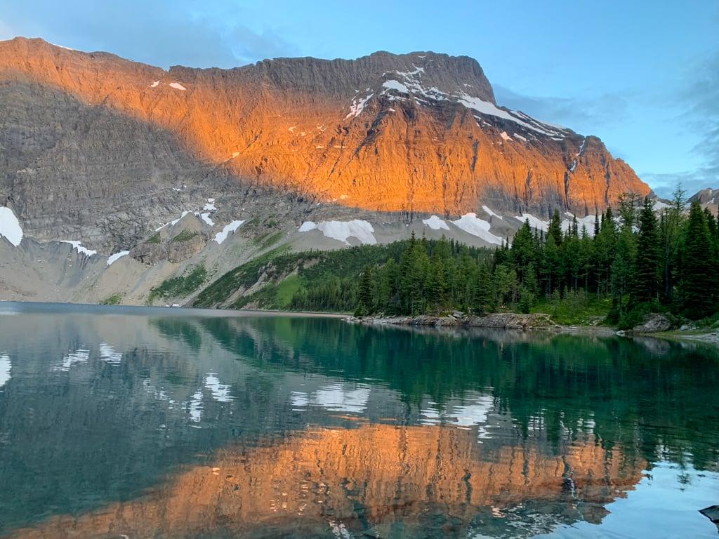 Dawn at Floe Lake