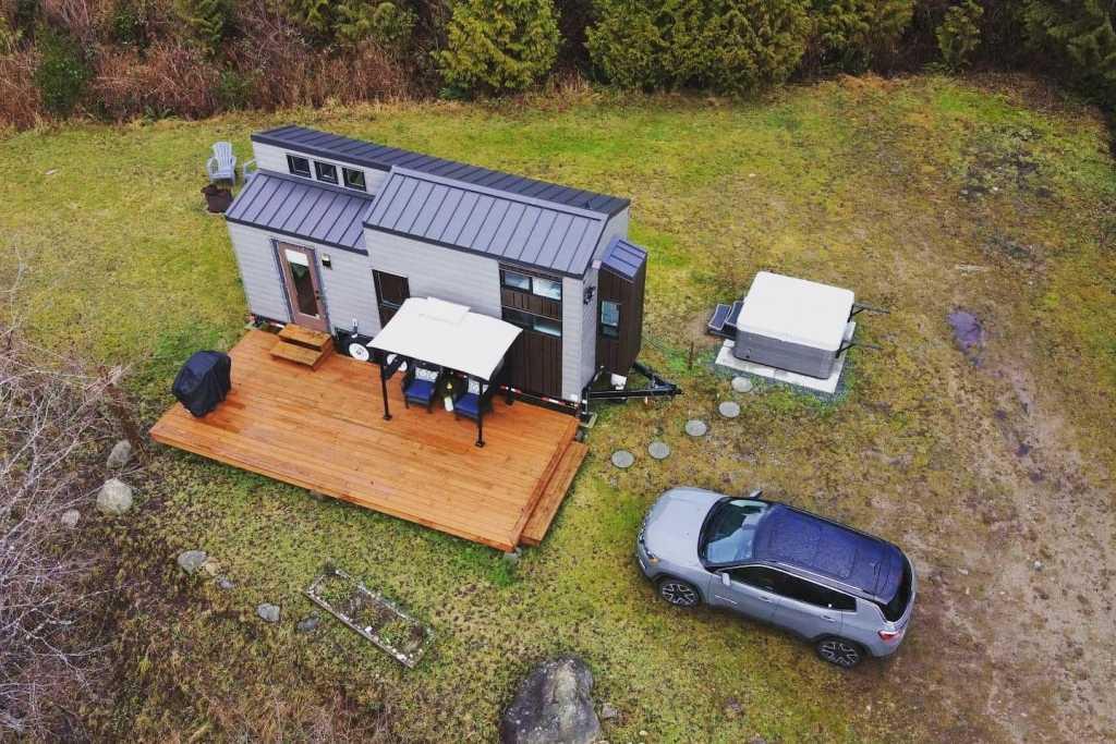 Frolander tiny house cabin rental near Powell River, BC