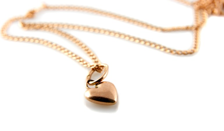 5 Trendy Ways to Wear a Gold Heart Necklace