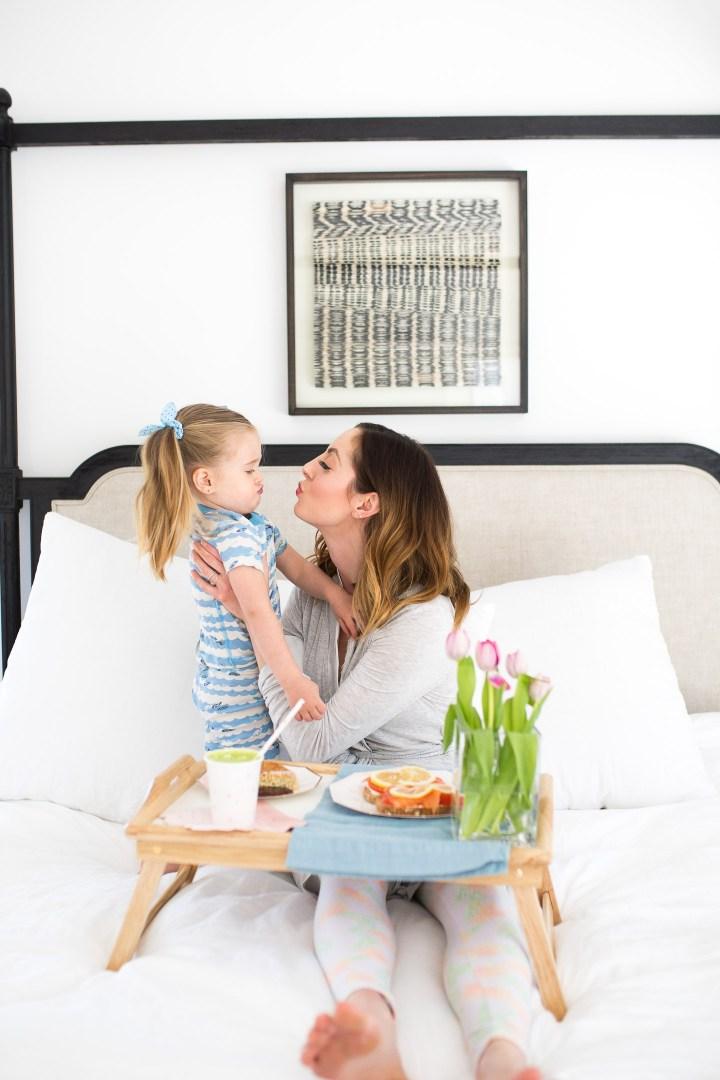Eva Amurri Martino kisses her daughter Marlowe in bed