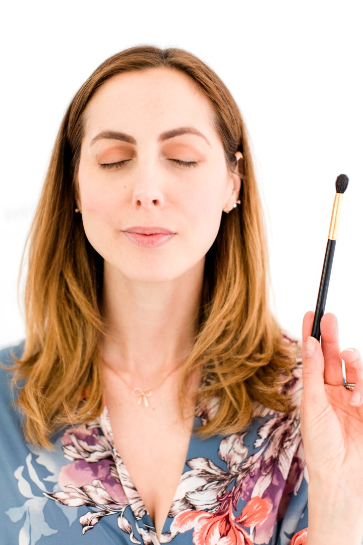 Eva Amurri Martino blends her eyeshadow using a fluffy makeup brush